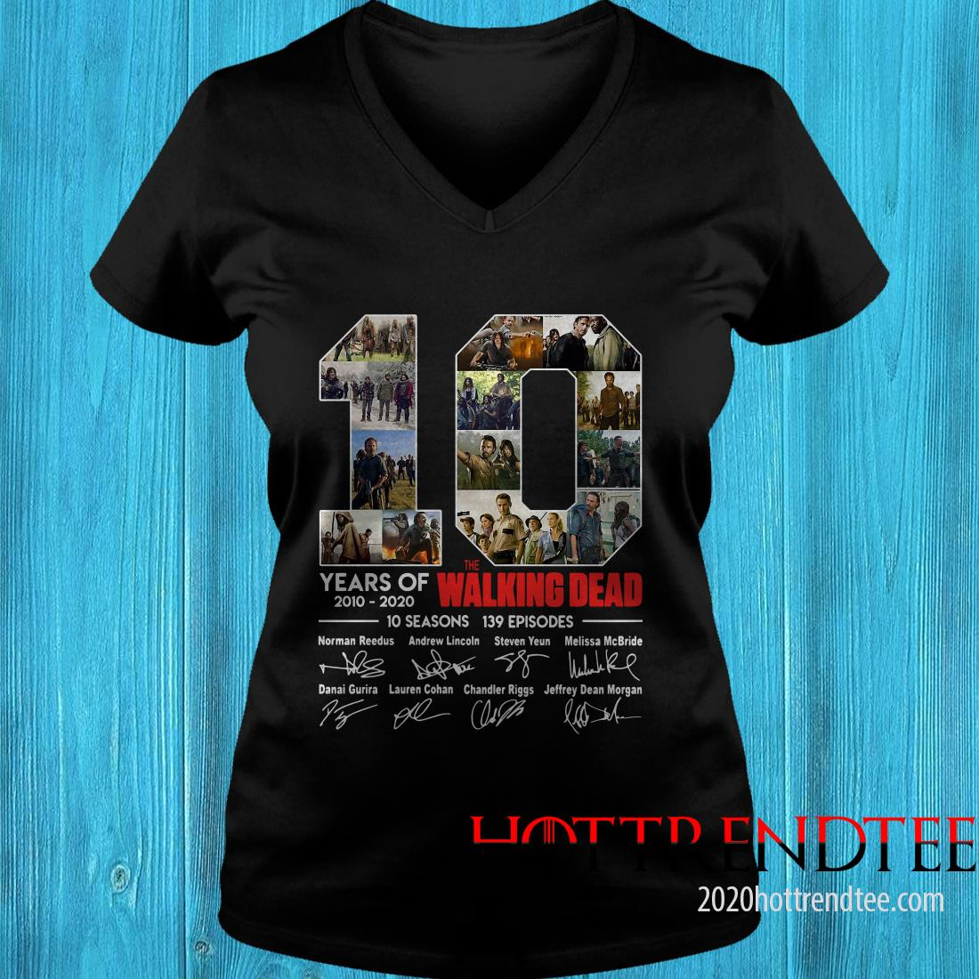 10 Years Of The Walking Dead Signature Women's T-Shirt